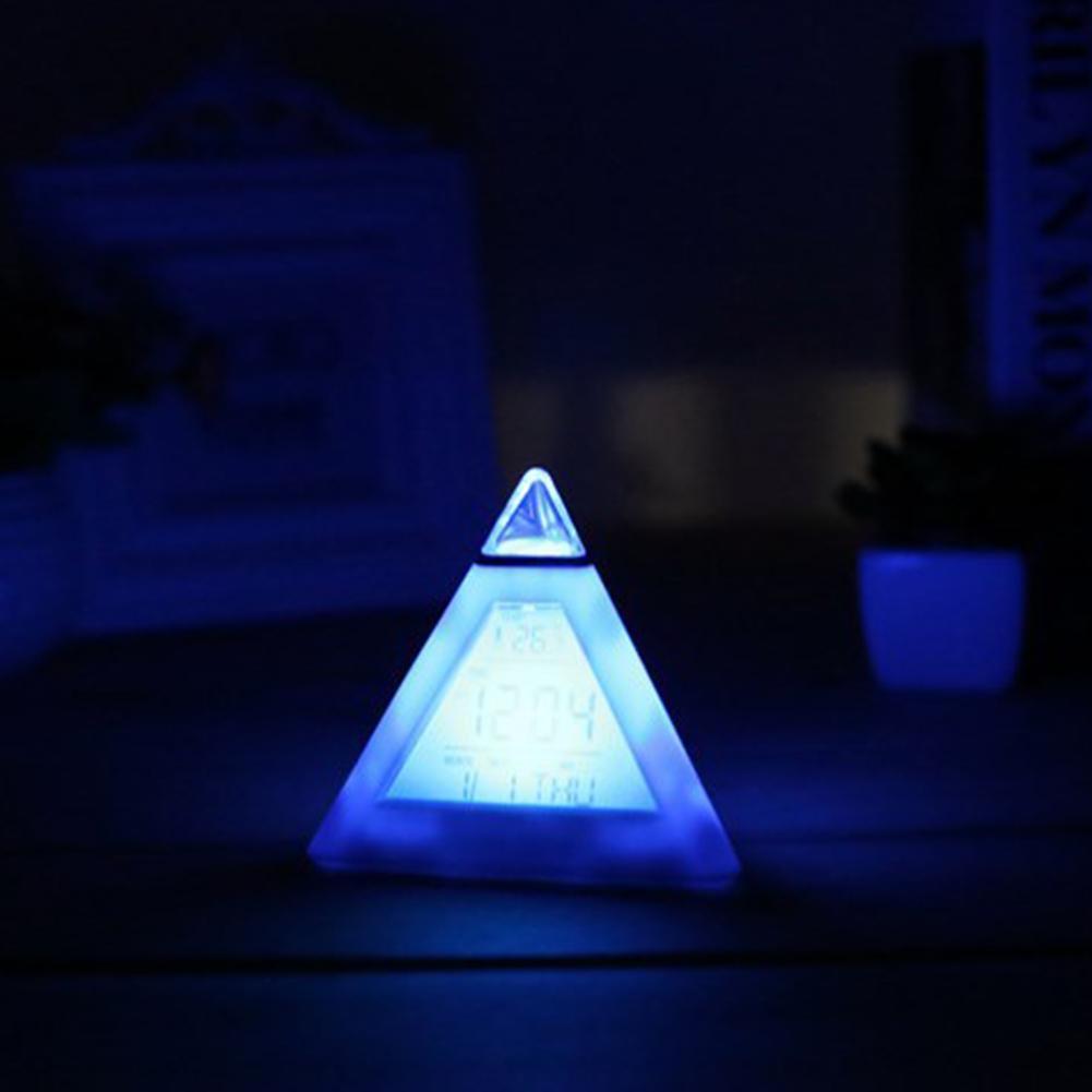 Đồng Hồ Báo Thức Điện Tử Hình Tam Giác Đổi 7 Màu Có Đèn Led