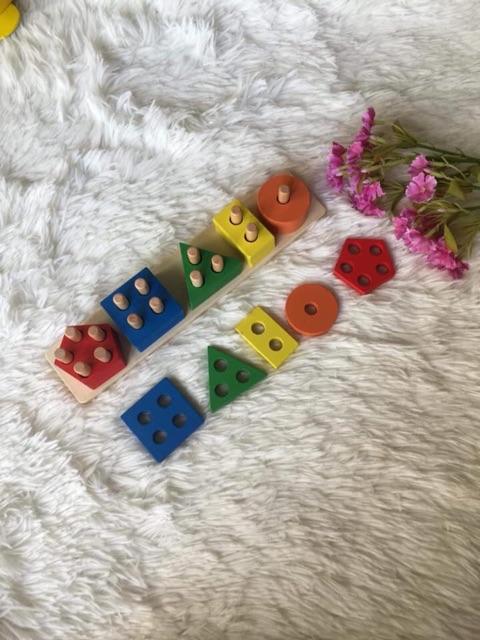 Thả cọc 5 hình khối Montessori (Tặng quà 01/6)