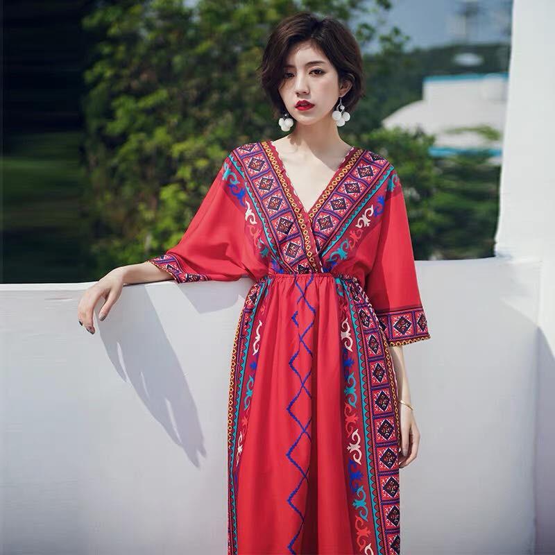 Đầm midi đỏ cổ V thổ cẩm
