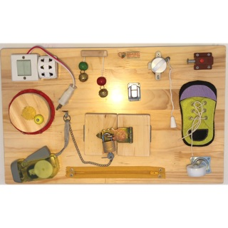 Busyboard – đồ chơi phát triển cho bé 3-6 tuổi