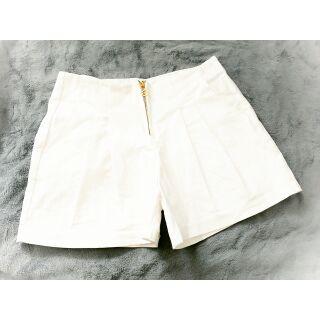 Quần shorts kaki màu trắng sang chảnh
