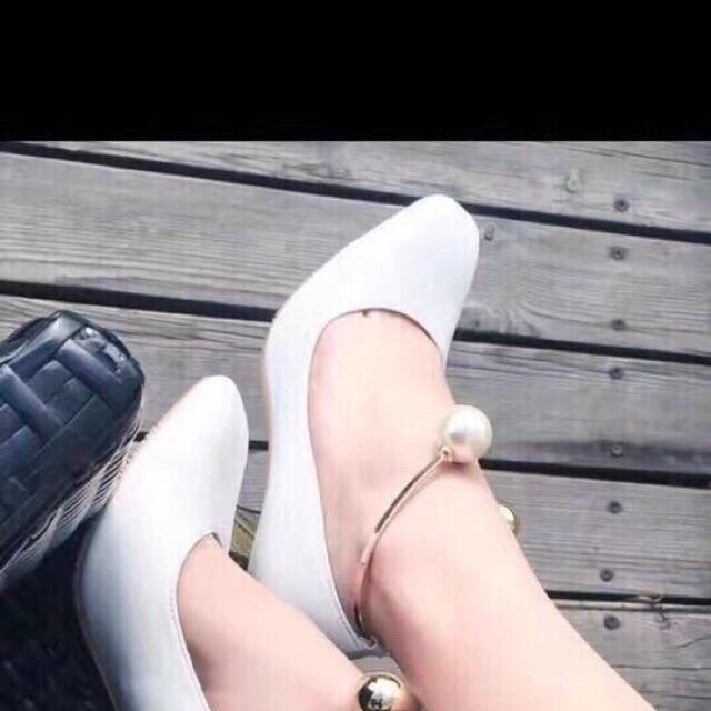 Giày cao gót cổ kiềng ngọc (trắng-đen)