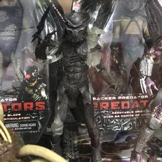 Neca Berserker Predator phiên bản tàng hình