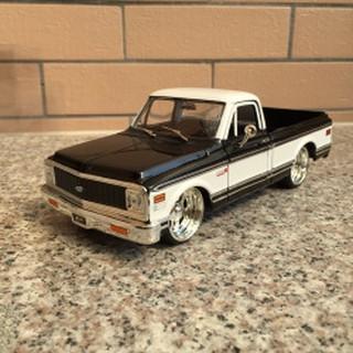 Mô Hình Xe Hơi Chevrolet Classic Tỉ Lệ 1:24