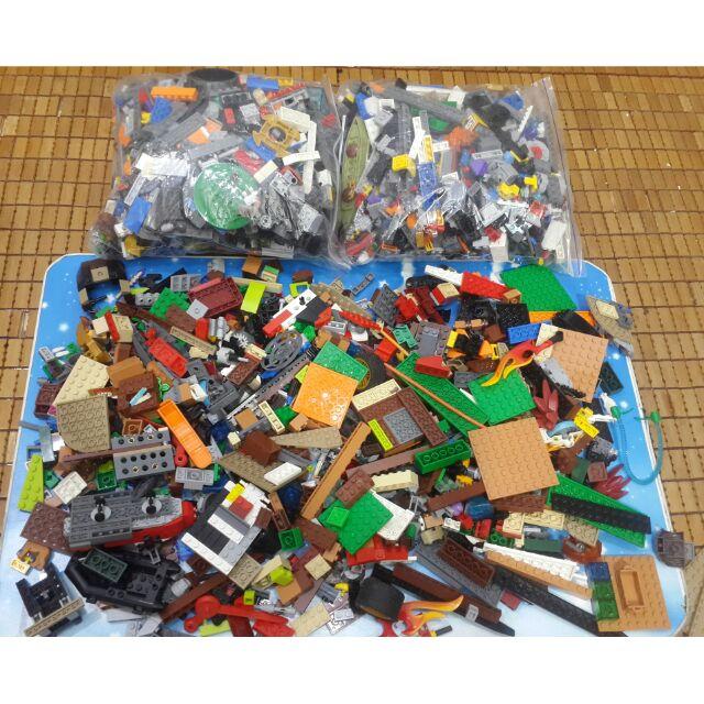 Lego còn rất mới, bán theo kg