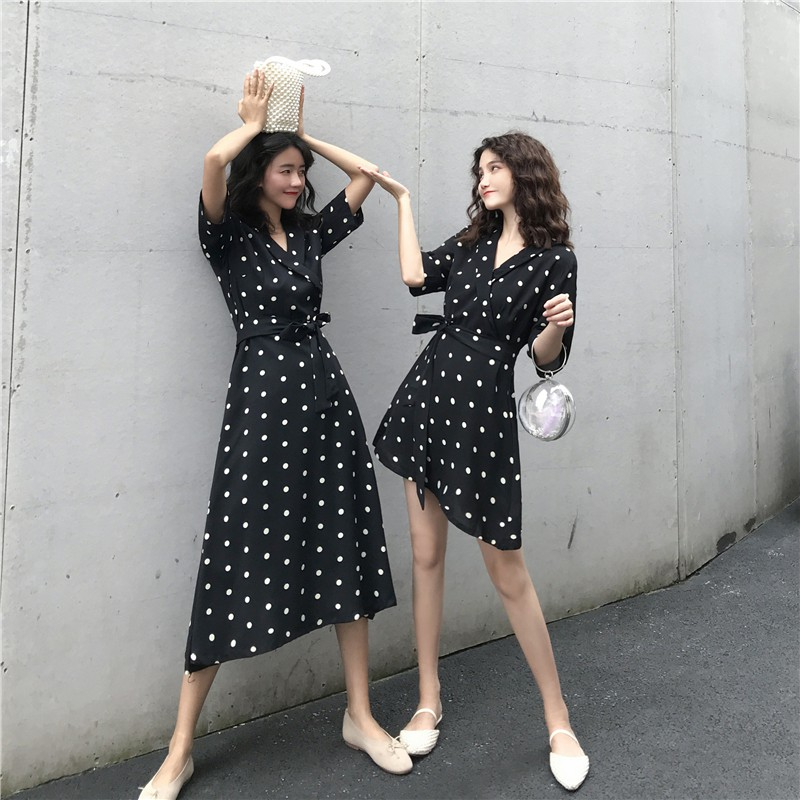 Đầm hoạ tiết chấm bi thiết kế cổ chữ V nữ tính