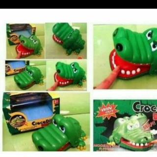 Khám răng cá sấu loại bé