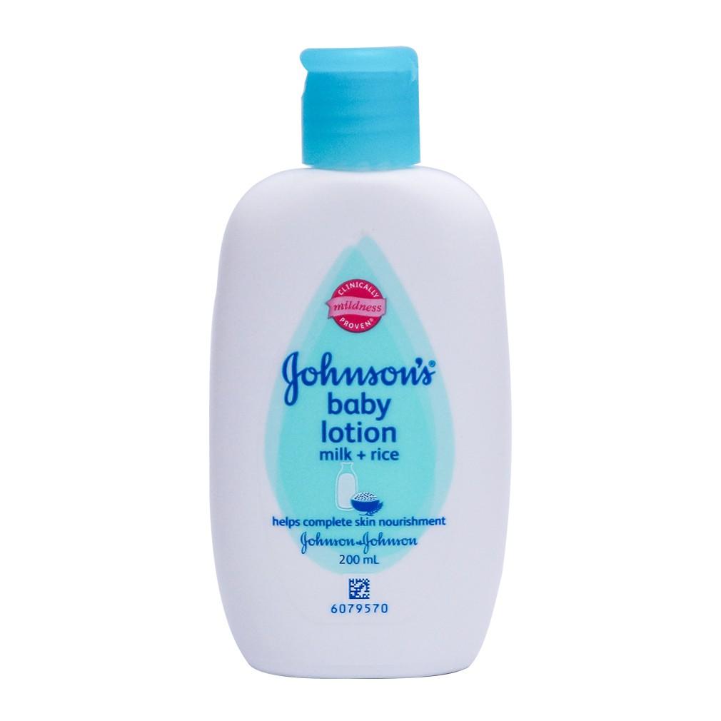 Sữa tắm dưỡng trắng da tự nhiên Johnson