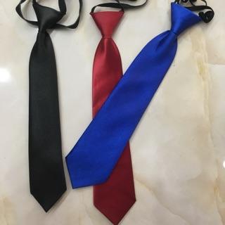 Cà vạt thắt sẵn