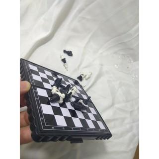 4E[P6063] Bàn cờ Vưa có nam châm hít quân không sợ đi sai nước cờ, nhỏ gọn tiện dụng cho trẻ em QQ89