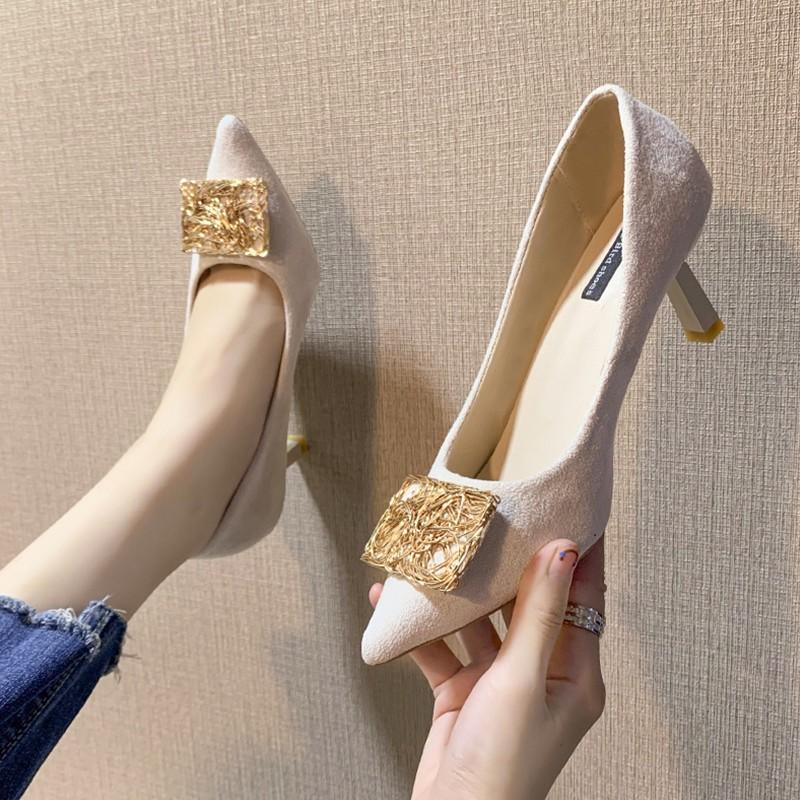 【จัดส่งฟรี】นเกาหลีรองเท้าส้นสูงหญิงความสะดวกสบายป่าโลหะหัวเข็มขัดกริชรองเท้าเดียว