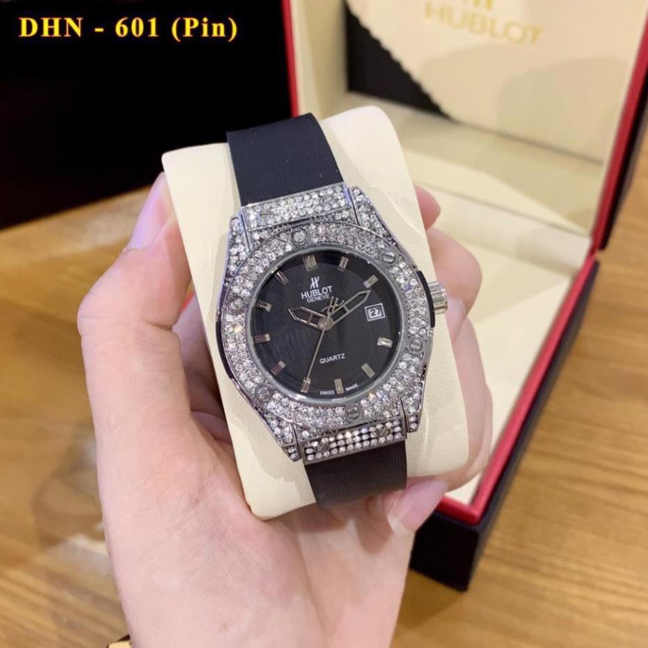 [Hàng cao cấp] Đồng hồ nữ HUBLOT đeo tay SZ34mm mặt tròn nhiều màu đính viền kim cương dây cao su thơm hương vani-WATCH