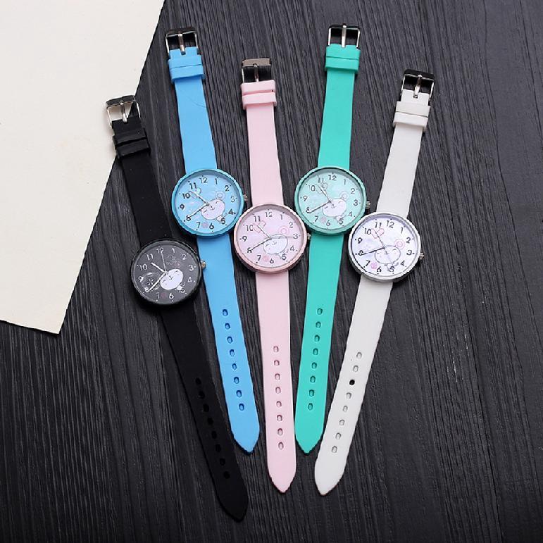 นาฬิกาแฟชั่นสตรีสร้างสรรค์สีลูกกวาดหลากสีควอทซ์หน้าปัดกลมและสายซิลิโคน 927