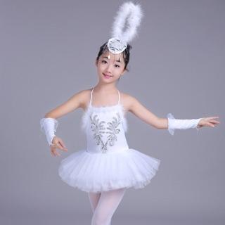 Váy mua bale lông trắng