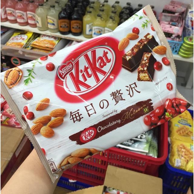 Bánh Kitkat Hạnh Nhân