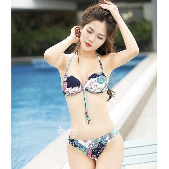 Bikini 3 mảnh quyến rũ kèm áo choàng nữ tính