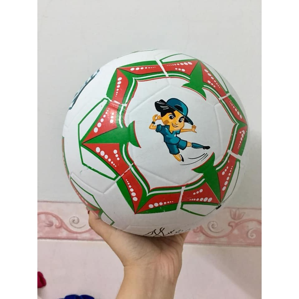 Banh da bóng đá 20cm Kun tặng bé