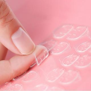 Miếng dán tự dính trong suốt dùng để cố định móng tay giả thumbnail