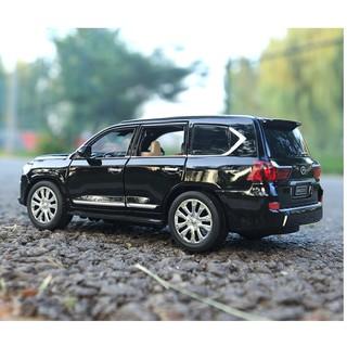 Xe ô tô mô hình LX570 tỉ lệ 1:24 bằng sắt mở các cửa có âm thanh và đèn