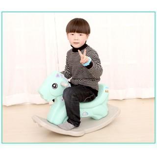 Ngựa bập bênh cho bé màu xanh