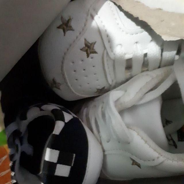 2 đôi giày