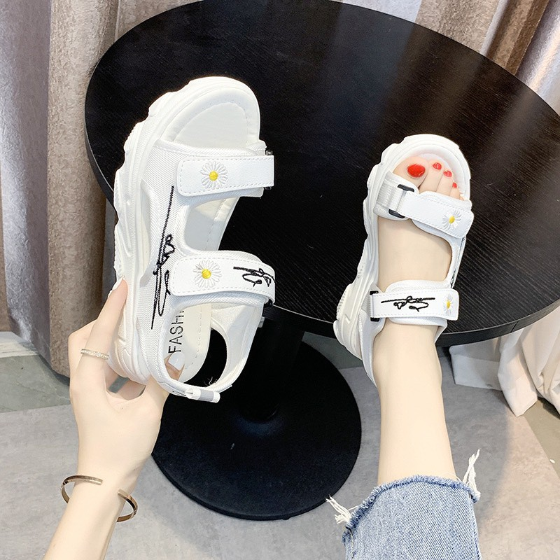 (2 MÀU) Sandal nữ thời trang Ulzang đế cao kiểu dáng cao cấp 2 quai ngang hoa cúc 2 màu nữ tính nhẹ nhàng
