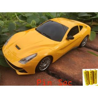 [Nhập mã TOYOCT giảm 10% tối đa 15K đơn từ 50K]Siêu xe Ngựa hoang Ferrari – Xe điều khiển pin sạc có đèn cực bền