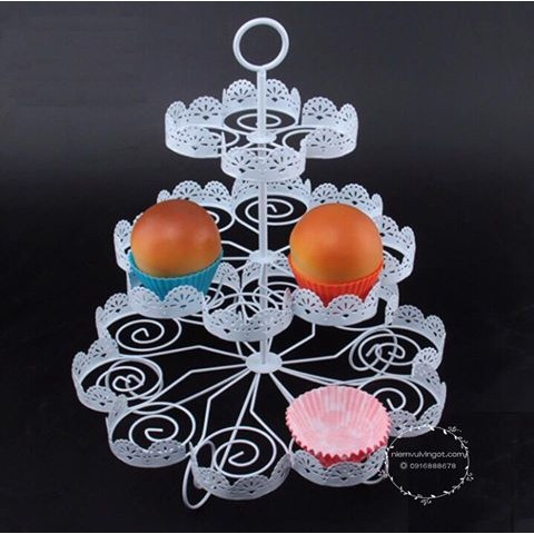 Cupake stand sắt 3 tầng 22 cupcake (cao 37cm)