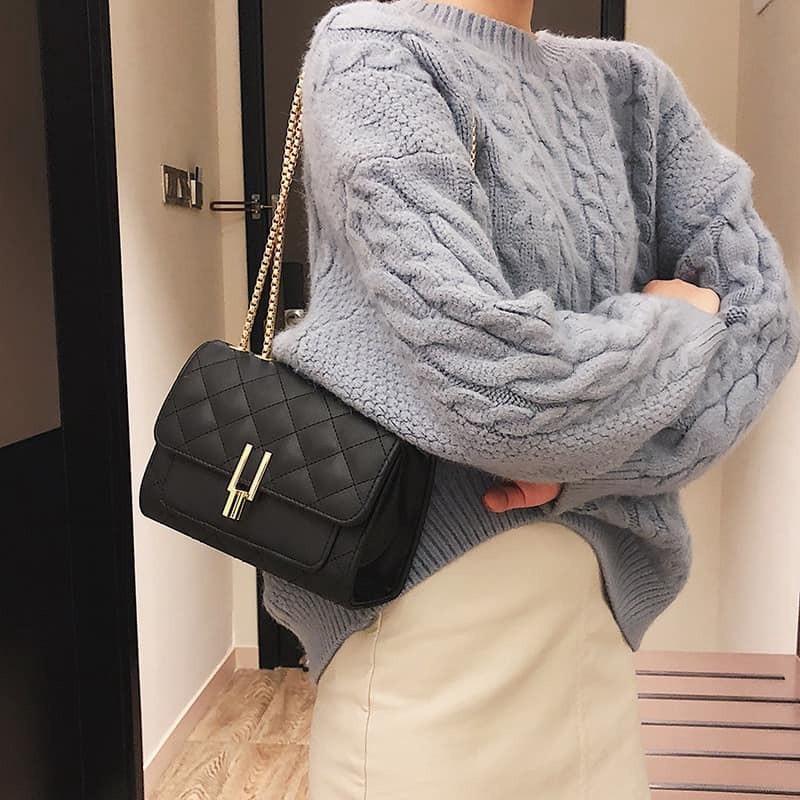 Túi đeo chéo nữ trần trám bút chì