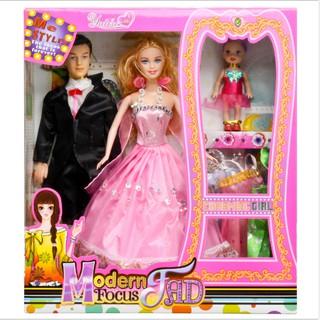Gia đình Barbie – nguyên bộ búp bê với đầy đủ thành viên, trang sức
