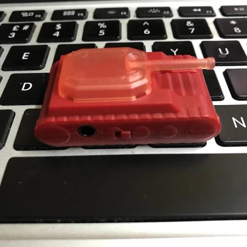 Máy nghe nhạc MP3 chất lượng cao Cawono H07 hình xe tăng màu đỏ