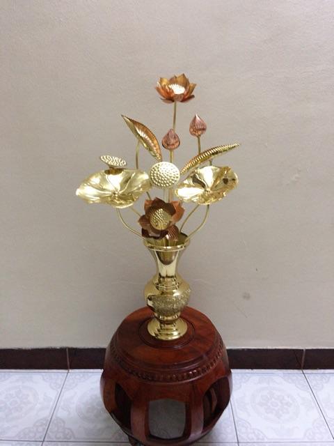 Combo 1 lọ hoa bằng đồng cao 30cm + 1 bó sen vàng 70cm.