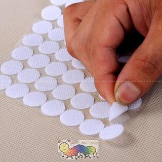 Khóa nhám/. băng dính gai/ velcro loại có keo dãn sẵn chắc chắn – 100 chấm tròn đường kính 1.3cm