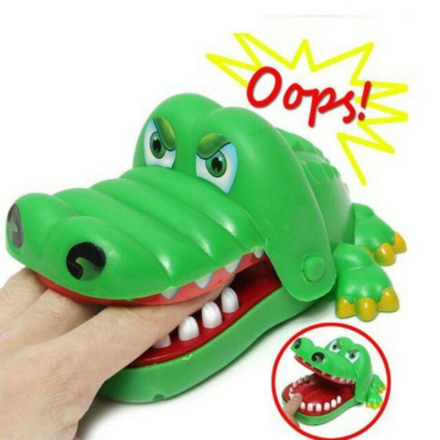 Trò chơi cá sấu cắn tay vui nhộn