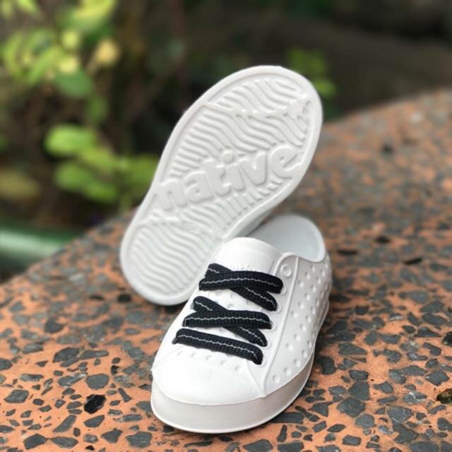 Giày native màu trắng cho cả gia đình + (tặng kèm đây the
