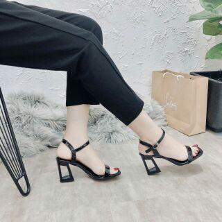 Sandal gót lỗ siêu sang