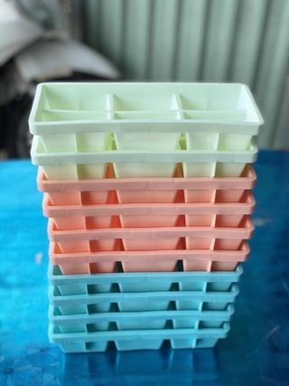 Khuôn nhựa làm đá Việt Nhật 6 viên – Màu ngẫu nhiên