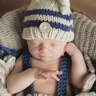 Trang phục dệt kim dùng chụp hình dễ thương cho bé