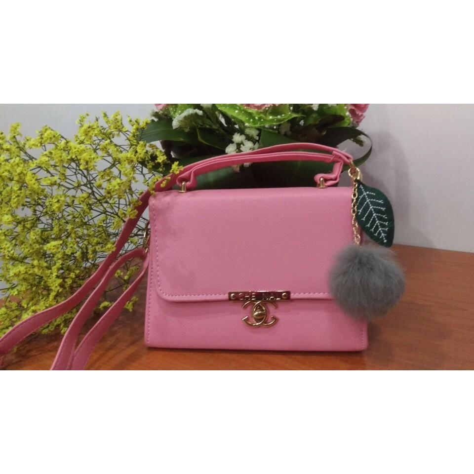 Túi xách nữ chanel màu hồng (kèm quả bông)