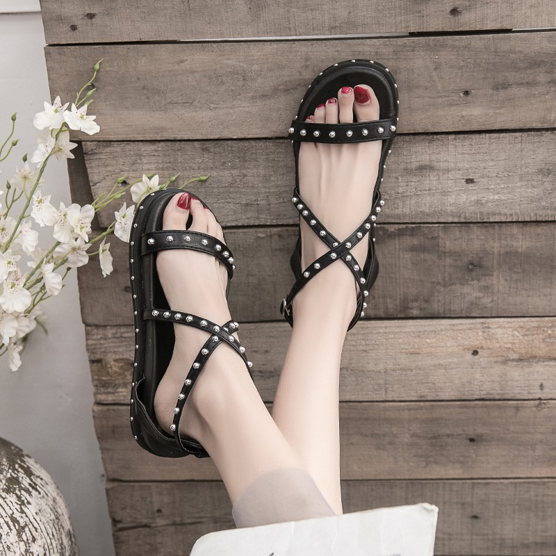 2019 new summer Korean version of the net red wild student casual rivet thick bottom Roman sandals female fairy wind ins