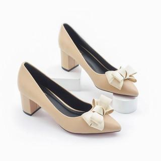 Giày Cao Gót 5cm Đế Vuông Mũi Nhọn Nơ Ấu Pixie P284 Màu Kem thumbnail