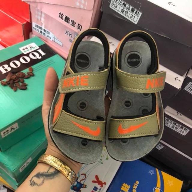 Bán buôn dép sandan Nike