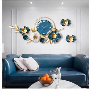 Bộ đồng hồ treo tường trang trí nghệ thuật hình hoa,phong cách sang trọng, phù hợp treo trong phòng khách.