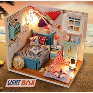 Nhà búp bê Tự làm bằng gỗ [Nhà có nội thất ROMANTIC SUMMER & đèn LED] Tặng KHUNG BẢO VỆ + DỤNG CỤ