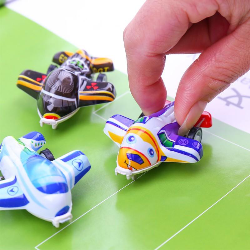 Đồ chơi máy bay mini chạy đà nhiều màu sắc cho bé thỏa thích vui chơi