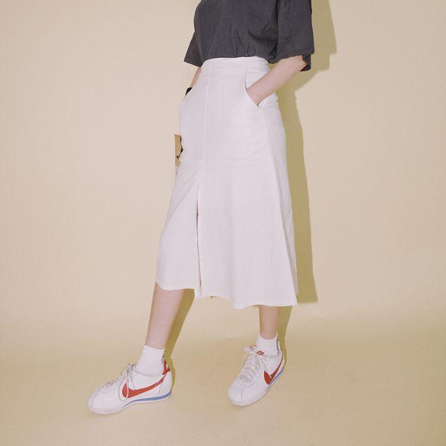 Chân váy midi trắng