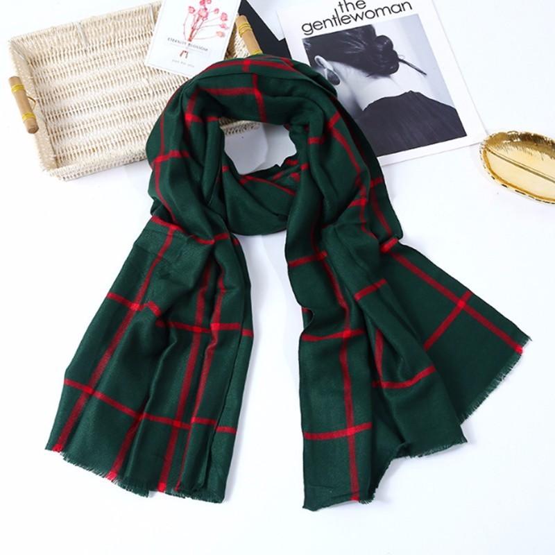 Khăn choàng phong cách Giáng sinh thời trang thu đông cho phái nữ