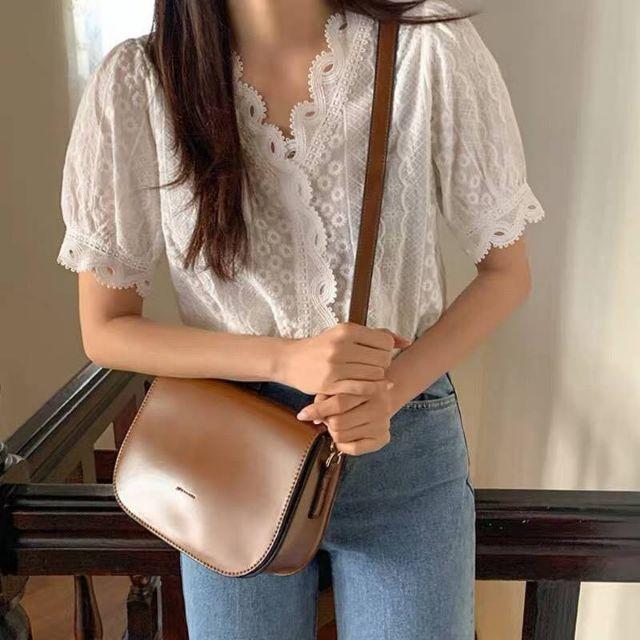 💓New in งานป้ายเกาหลี  เสื้อคอวีฉลุลูกไม้ แขนสั้น ผ้าสปันฉลุลายสวย ใส่สบาย