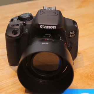 Máy ảnh canon 700D kèm fix 50 f1.8STM