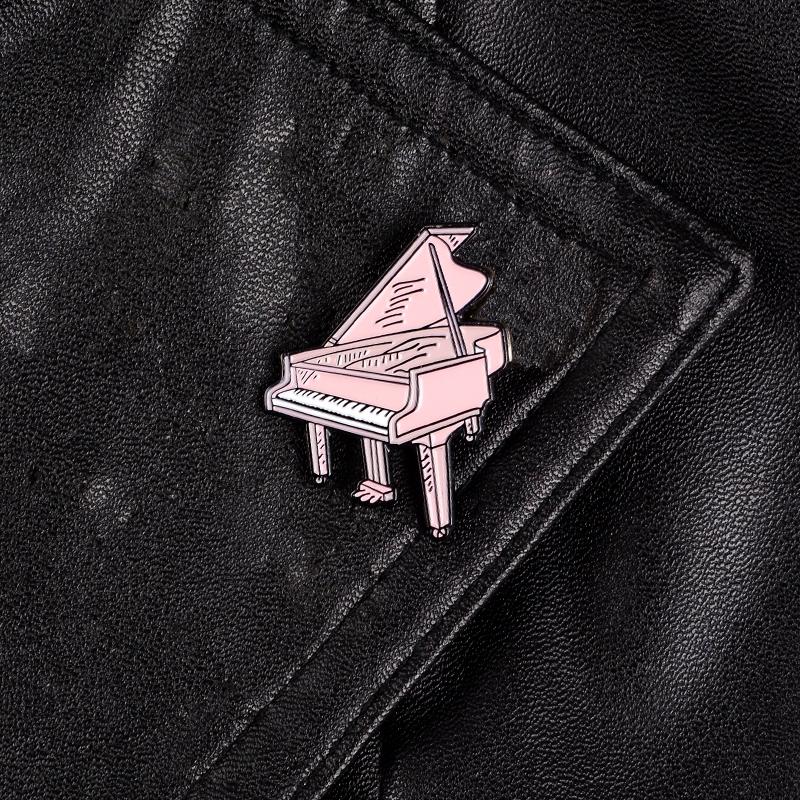 Ghim cài áo hình đàn piano màu hồng thời trang